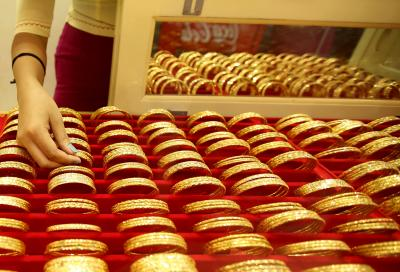 Gold futures surge as international prices hit new high