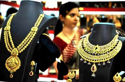 Gold prices continue to fall, further