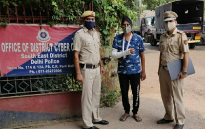 Easy EMI on mobiles tempted 2500 people. Delhi Police have arrested a BCA graduate for cheating approximately 2,500 people