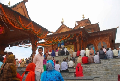 Himachal temples see rush with