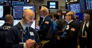 US stocks plunge over 400 pts after