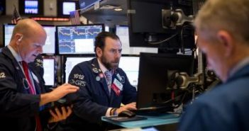 US stocks end mixed after retail