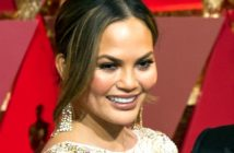 Chrissy Teigen deletes posts on noticing