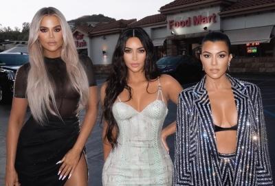 Kardashians thank crew of their