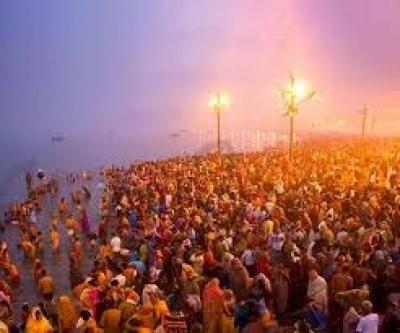 Despite overcast skies, devotees