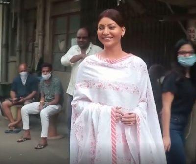Urvashi Rautela goes '10 shades