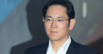 Jailed Samsung heir vows support for
