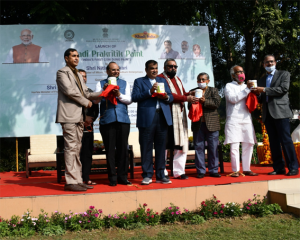 Nitin Gadkari Launched Innovative Khadi Prakritik Paint