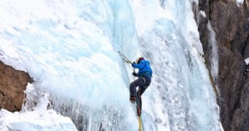Nepal issues record climbing