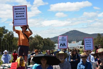 Aus govt can detain refugees