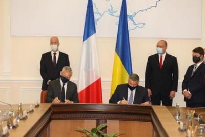 Ukraine, France sign