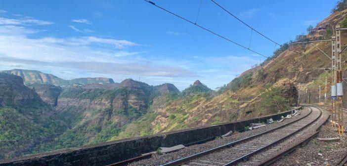CR - Vistadome coach in Mumbai-Pune Deccan Express Special Train