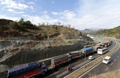 Landslide blocks Jammu-Srinagar